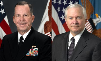 Defense Secretary Robert Gates (l), right, and Adm. Mike Mullen