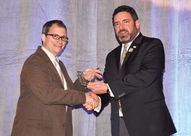 Chris Geidner receives award from NLGJA President David Steinberg