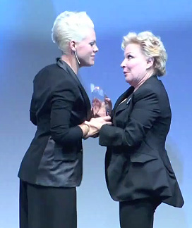 Pink and Bette Midler at 2010 HRC National Dinner Photo by Aram Vartian