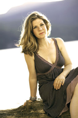 Dar Williams Photo by Rudolf van Dommele