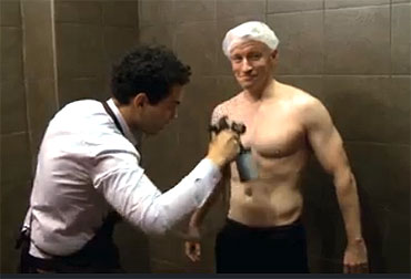 Anderson Cooper gets a spray tan AndersonCooper
