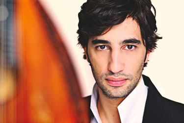 Avi Avital Photo by Uwe Arens
