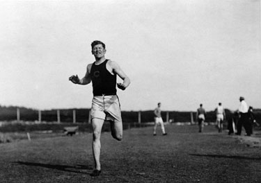 Jim Thorpe Running Photo by courtesy of Cumberland County Historical Society Carlisle, PA