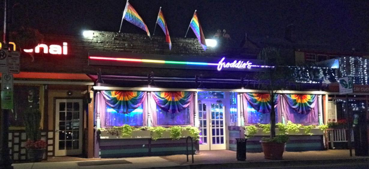 Freddie's Beach Bar - Photo: JD Uy