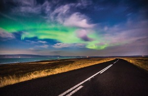 Iceland Night Road - Photo: Andrés Nieto Porras