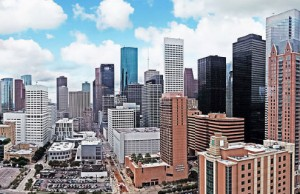A panoramic shot of the skyline of the city of Houston (Photo: Henry Han, via Wikimedia Commons).