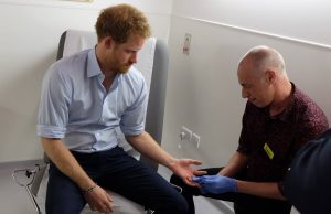Prince Harry receives an HIV test - Photo: The Royal Family / Facebook