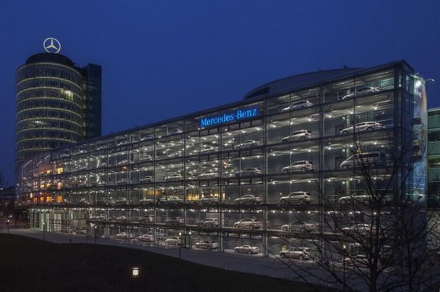 1024px-Concesionario_de_Mercedes-Benz,_Múnich,_Alemania,_2013-03-30,_DD_20