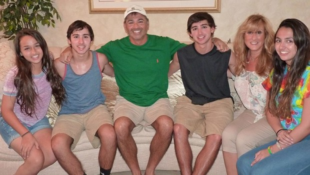 Jazz Jennings (L) and her family