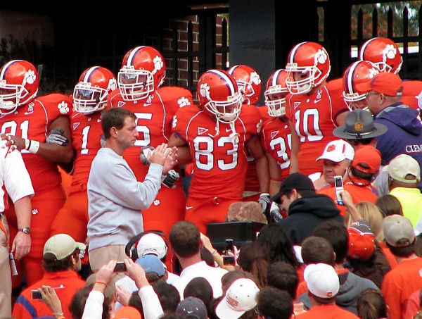 Clemson Football Coach Won T Attend Anti Gay Group S Fundraising Dinner