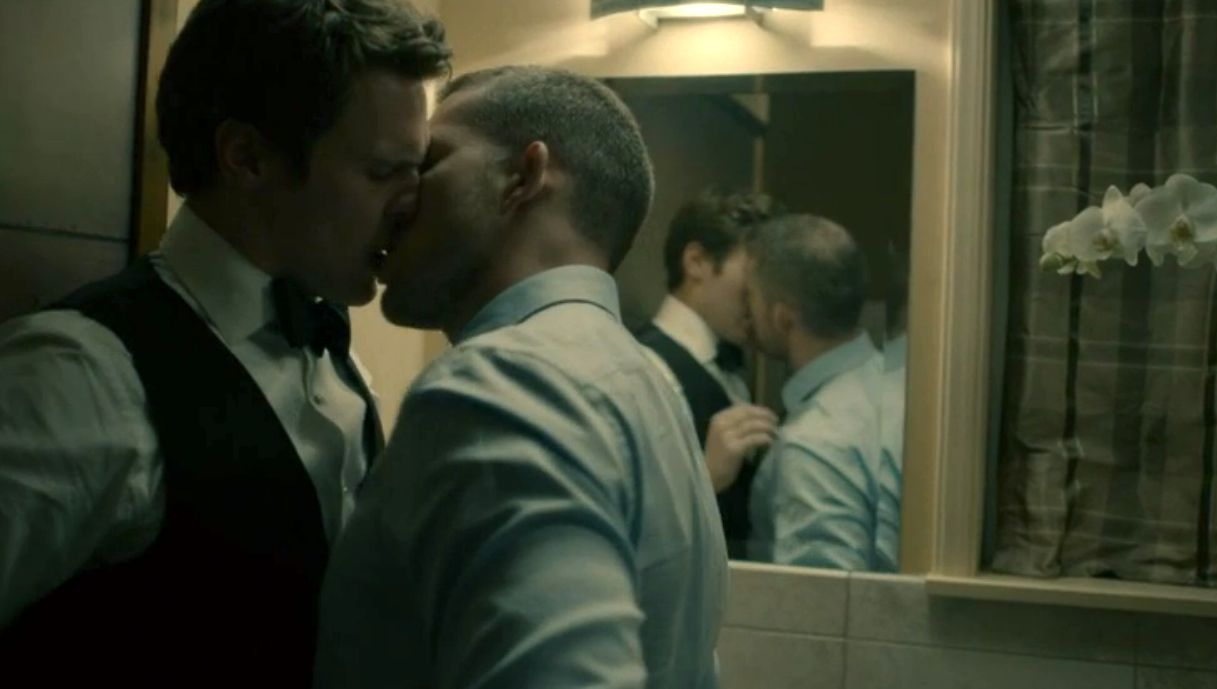 Jonathan Groff Gay Kiss