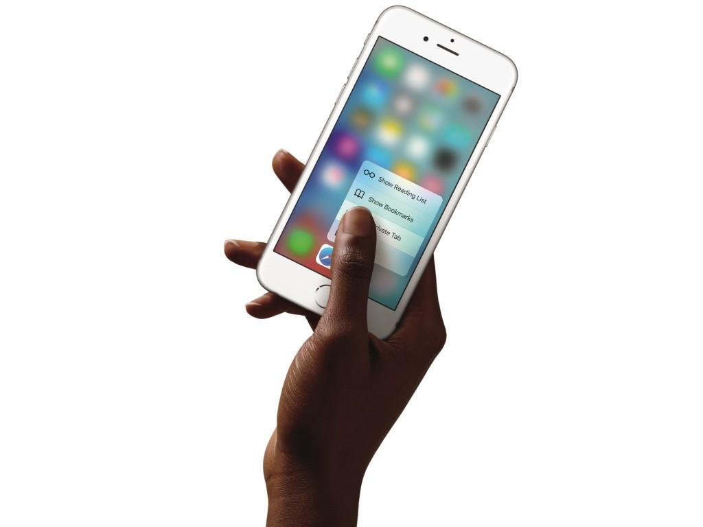 iPhone6s-Hand-SafariQuickAction-PR-PRINT