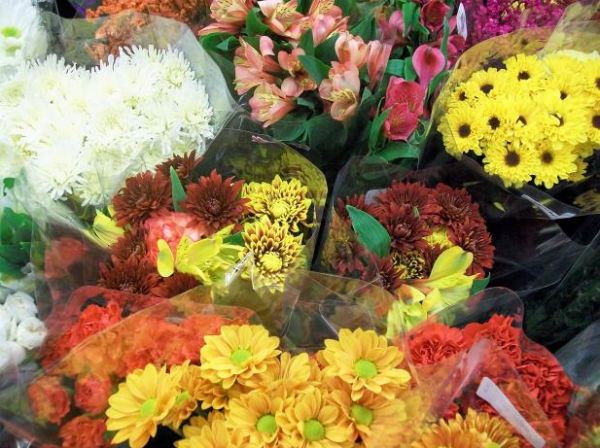 Floral bouquets (Photo: Ms angie gray, via Wikimedia Commons).