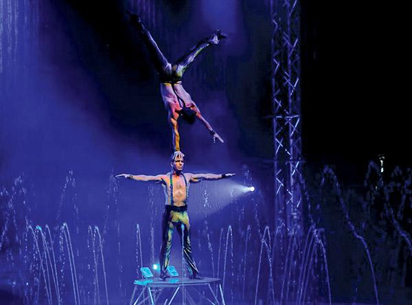 Aquatic spectacular - Photo courtesy of Cirque Italia