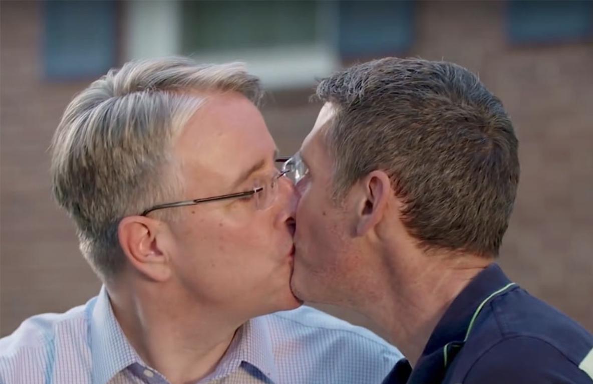 sex kissing
