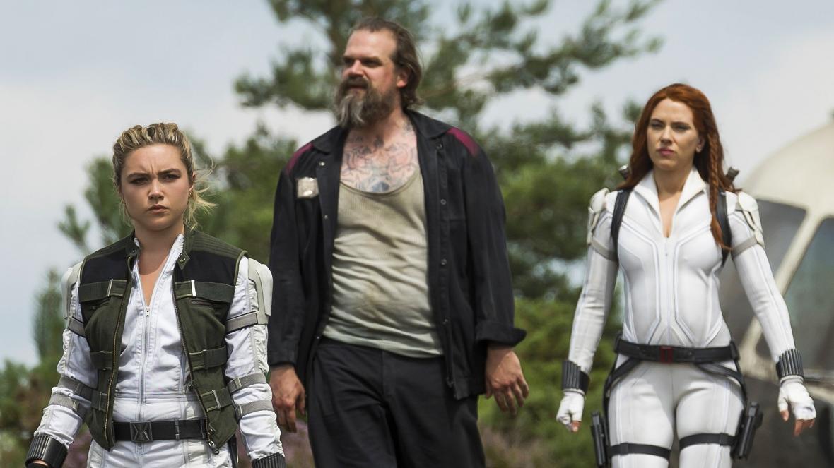 Florence Pugh, David Harbour, and Scarlett Johansson in Black Widow - Photo: Marvel Studios